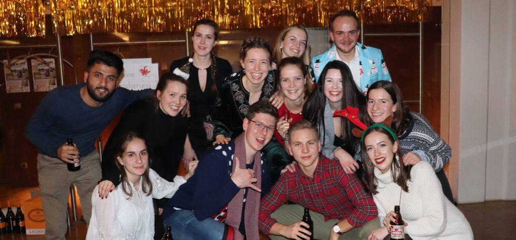Fleißige Planungselfen und verknotete Lichterketten: Die Azubi-Weihnachtsfeier